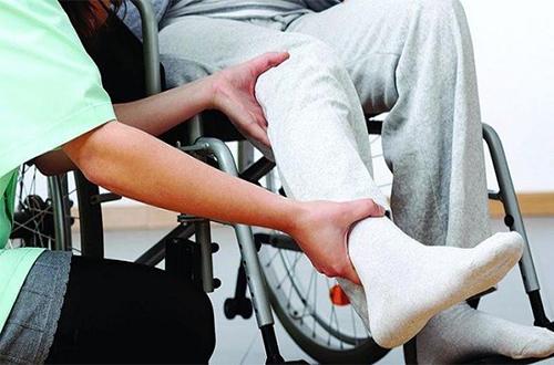 دیسک کمر و فلج پا چه ارتباطی با یکدیگر دارند؟